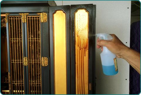 ベテランの職人が仏壇洗浄いたします